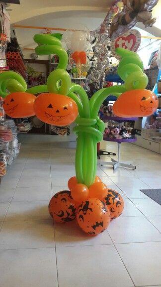 Albero di zucche con palloncini