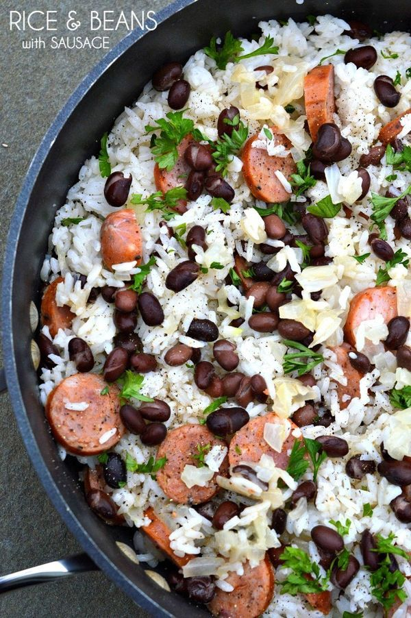 30 Minute Meals: Rice & Beans with Sausage We're huge fans of sausage and beans and rice, but I've never thought to put them all together. I made this earlier this week, and the whole family LOVED it. Best of all, it's super easy. Click through for this delicious and healthy dinner recipe!