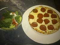 Tortilla Pizza - made with low sugar pasta sauce and La Tortilla Factory tortillas, they are the perfect S/C with a little salad