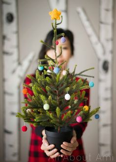 Crochet Christmas Tree Ornaments! Free Crochet Pattern!