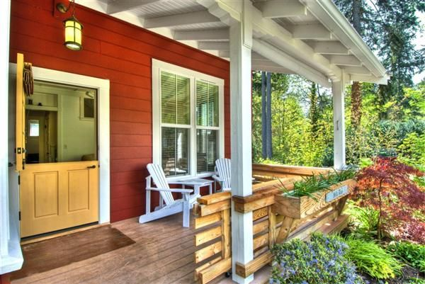 Bella Rossa Cottage - welcoming front porch