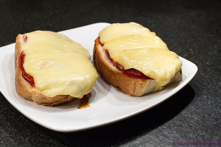 ** Croûtes au Fromage à Raclettes, Tomates et Chorizo ~ Saveurs et Lectures ** http://saveursetlectures.com/