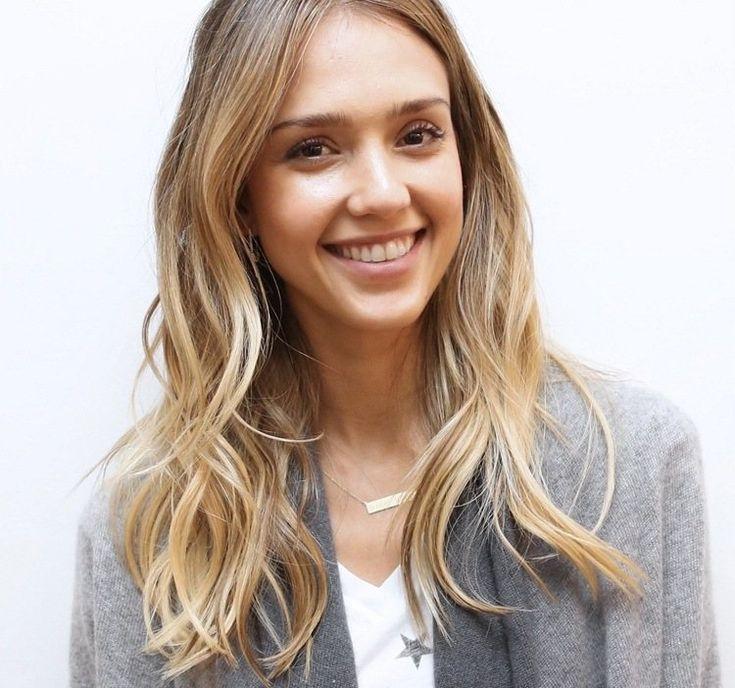 Frisur für blonde Haare - Wellen für mehr Volumen