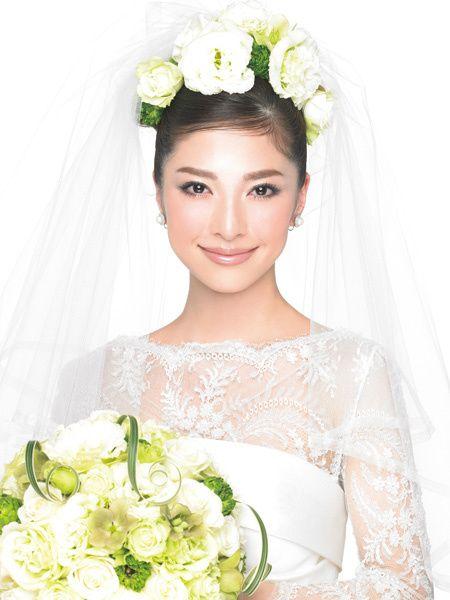 メリハリを効かせたベージュ系メイクで、気品あふれる正統派の花嫁に/Front|ヘアメイクカタログ|ザ・ウエディング
