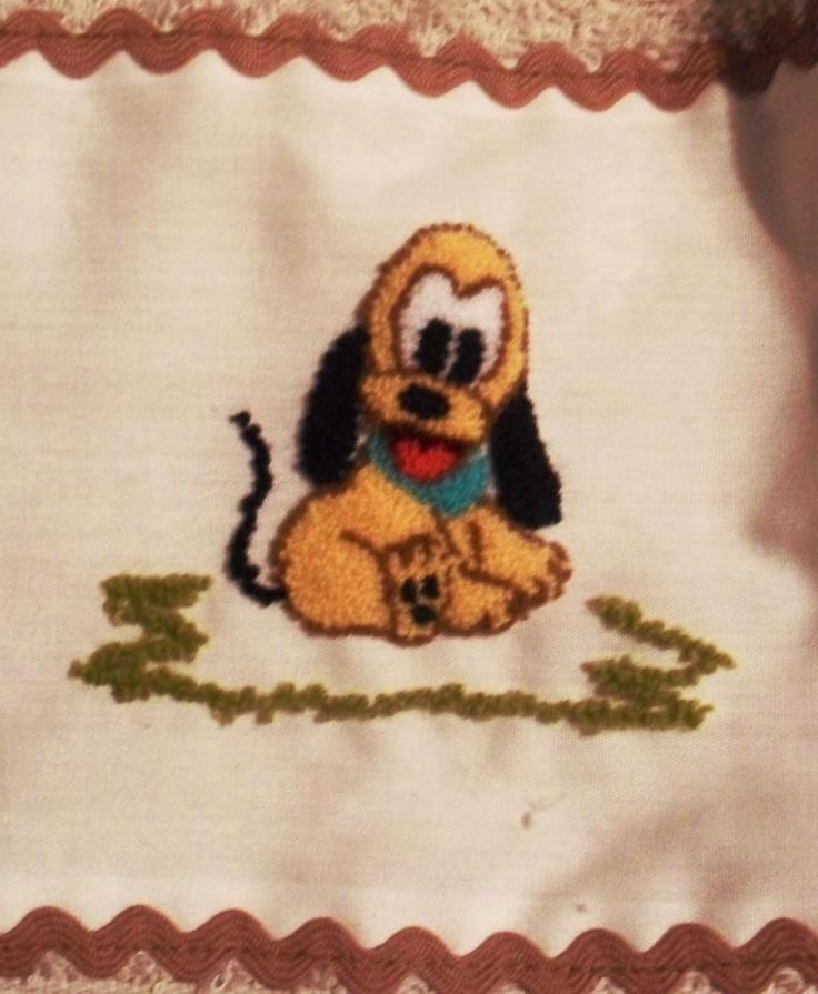 Pluto bebé en bordado chino / Baby Pluto with punchneedle - Igolochkoy needle | https://www.facebook.com/photo.php?fbid=506439132725678=a.248148038554790.54198.163337617035833=3=1