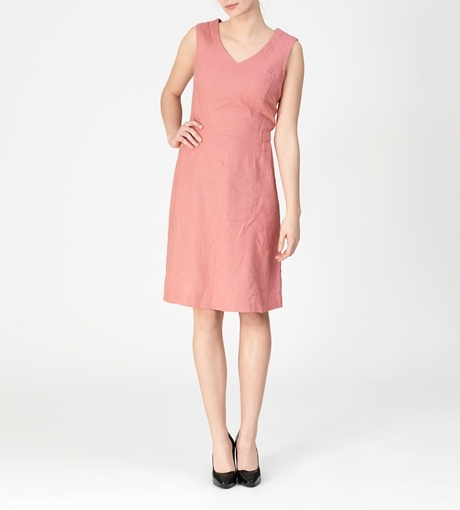 100% Organic Linen. The deliciously thick linen hangs beautifully down to create a simple and feminine shape.