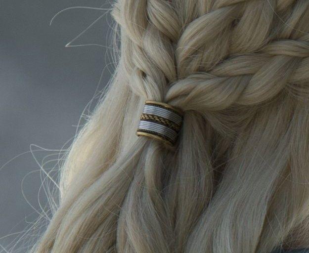 Daenerys Targaryen.  https://se.pinterest.com/lovebooksabove/game-of-thornes-jewellery/