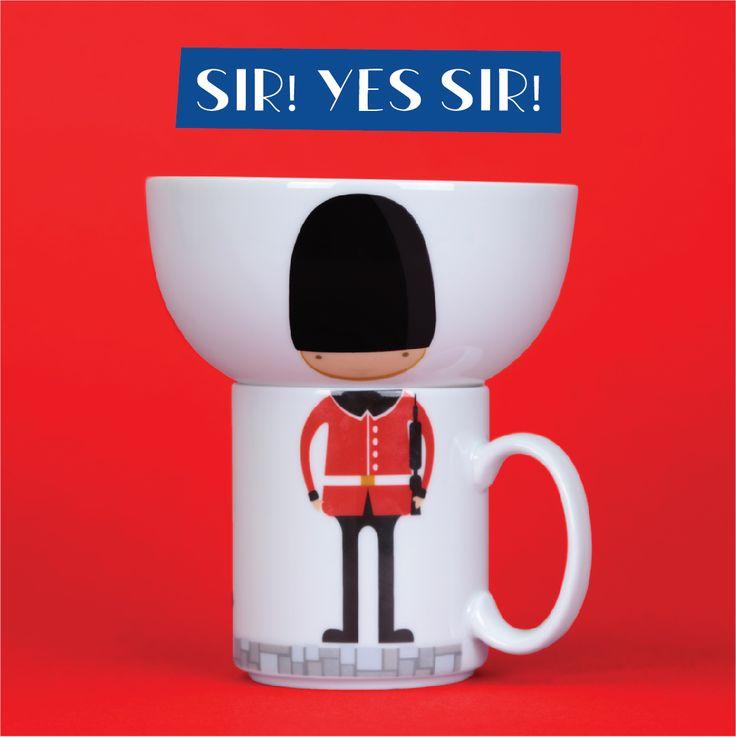 Porcelánový hrnek a miska s motivem Londýnské stráže - krásný set nejen pro děti