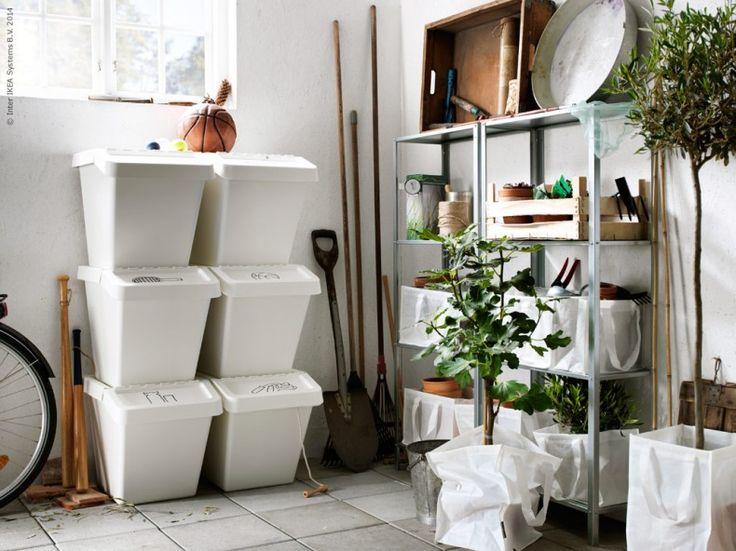 Skapa plats för sömniga växter och höstens alla skördar. HYLLIS hylla är nätt, lätt, snygg och praktisk - vilket gör den till en perfekt förvaringsvän i förråd och källare.