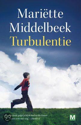 Sara Doesburg geniet met volle teugen van haar leven vol glamour. Als stewardess vliegt ze de hele wereld over en waakt ze met harde hand ov...