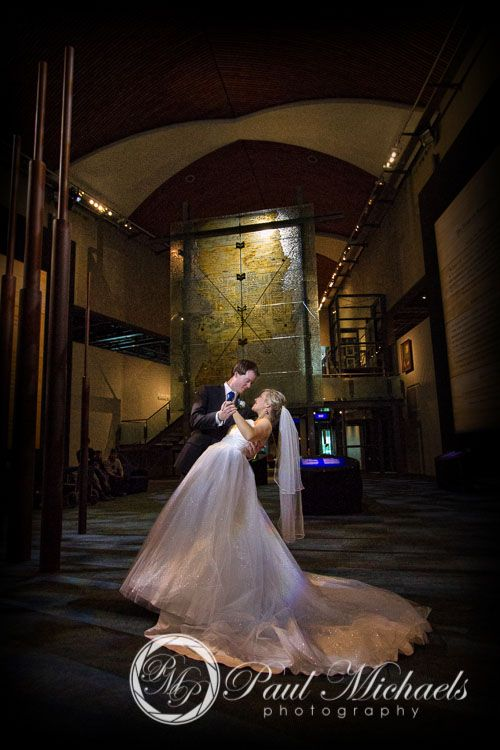Te Papa museum photos with Alex and Sara. PaulMichaels Wellington wedding photography http://www.paulmichaels.co.nz/