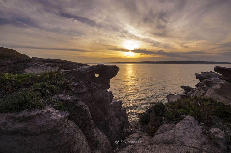 https://flic.kr/p/tWCy7A | Looking the sunset | particolare faccia fra le rocce vicino alla torre di Calasetta
