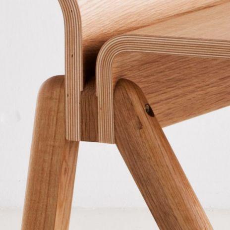 The COPENHAGUE moulded plywood desk CPH190 by HAY, made in solid wood and plywood, by Ronan and Erwan Bouroullec. Le bureau cintré COPENHAGUE CPH190 par HAY en bois massif et multiplis, par Ronan et Erwan Bouroullec.
