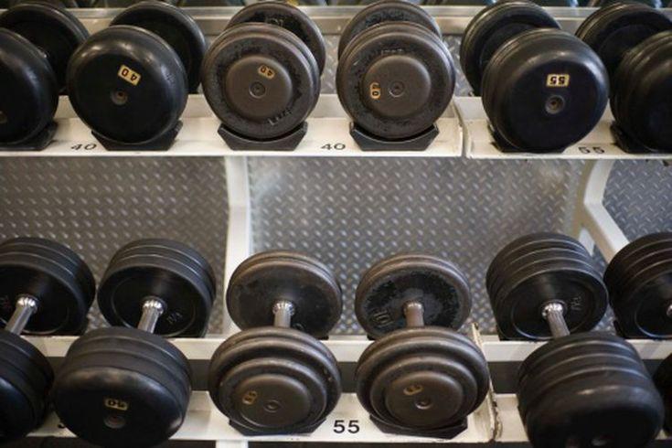 Los mejores juegos de mancuernas. Los entrenamientos en el hogar usando equipos pequeños de gimnasio portátiles son una opción popular para los deportistas que están cuidando su presupuesto. La compra de tu propio conjunto de mancuernas puede ahorrarte el precio de una membresía en un gimnasio, ...