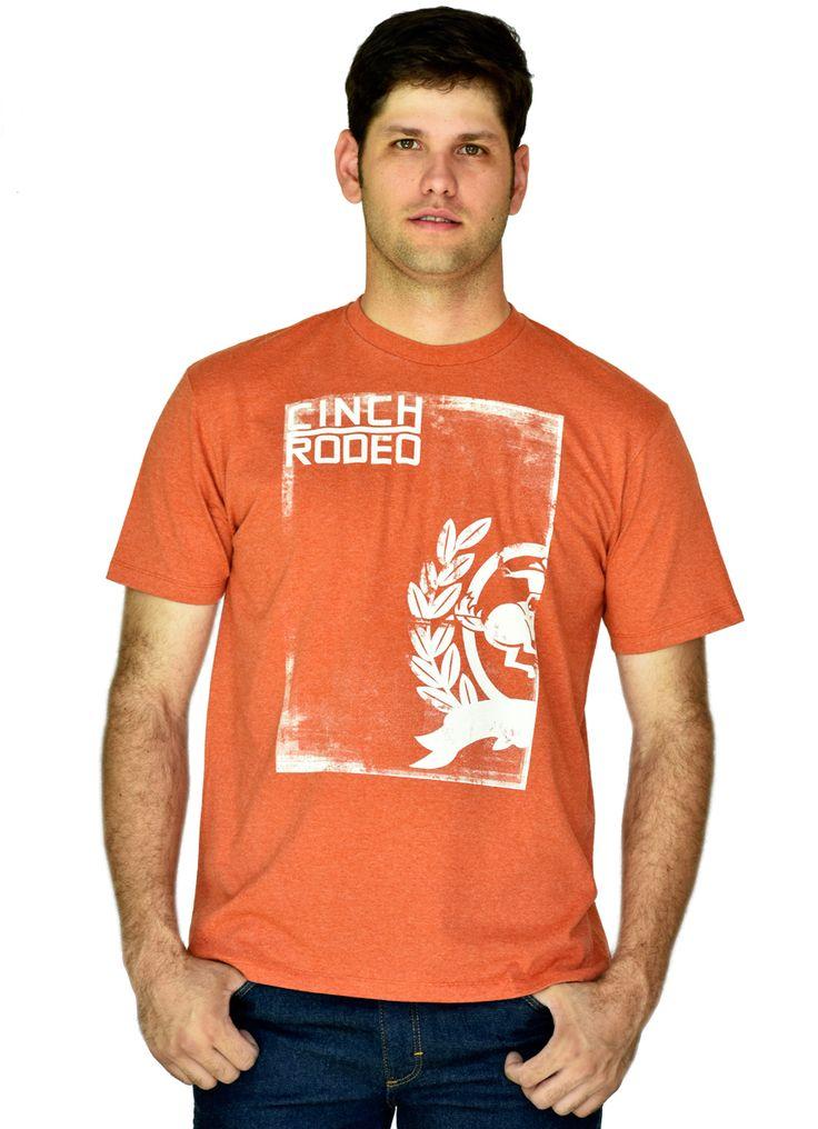 Camiseta Country Masculina Cinch Rodeo    Camiseta masculina importada Cinch, laranja, estampada, tecido de alta qualidade e alto padrão. A marca Cinch tráz a você cowboy qualidade da cabeça aos pés. O Cowboy que usa Cinch sempre vai estar bem vestido.