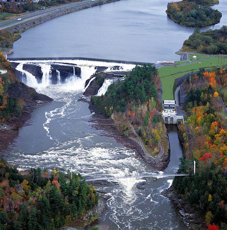 La centrale Chaudière, dans le Parc des Chutes-de-la-Chaudière (rive sud du fleuve Saint-Laurent).