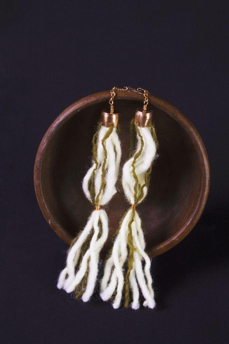 Representación de Iquique  Aros   Técnicas de orfebrería con Cobre y Lana Natural   _____________________________  Representation of Iquique  Earring   Goldsmithing techniques with Copper and natural wool