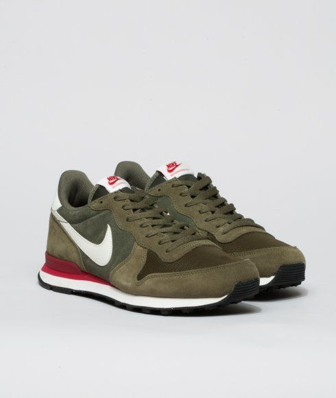 The Nike Internationalist Leather Mens Shoe has an iconic look inspired by retro Nike running styles, featuring a combination upper made of premium suede, EVA midsole, rubber waffle outsole and finished off with a leather swoosh and branded tongue and heel tab.