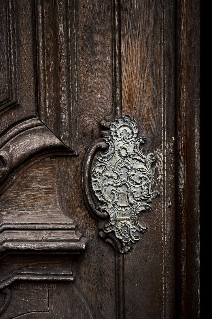sainted-places:  Detail of a doorknob.