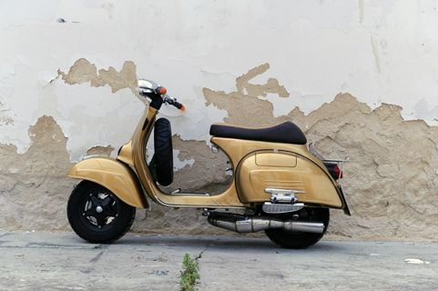 RETRO SCOOTER GARAGE: Vespa 150 Sprint: Oro puro