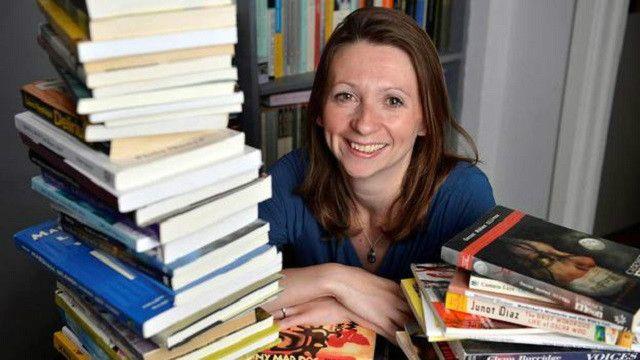 Em um ano, escritora lê um livro de cada país do mundo.
