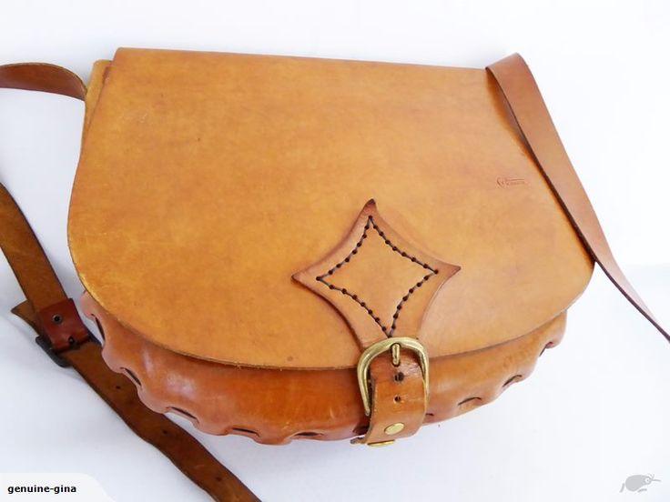 Long strap that can be worn across chest. Unlined - no pockets. Excellent condition. 29 cm x 23 cm x 12 cm deep. Strap:126 cm. Please check out my other listings for more genuine leather bags. Combined shipping welcome.