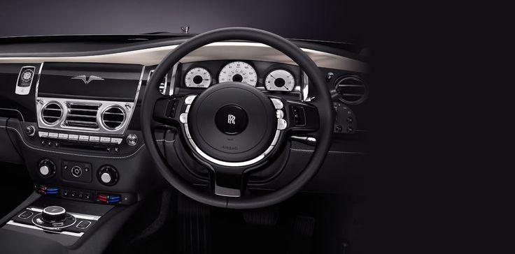 Zelfs het weelderige en uitermate luxueuze interieur duidt op uitzonderlijke prestaties. In de V-Specification begint het al bij het openen van de coach door, waarbij u wordt begroet door de speciale dorpellijst met het onverwisselbare merkteken van de auto.