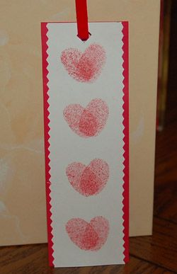 Fingerprint heart bookmark    http://www.crafts-for-all-seasons.com/thumbprint-heart-bookmark.html