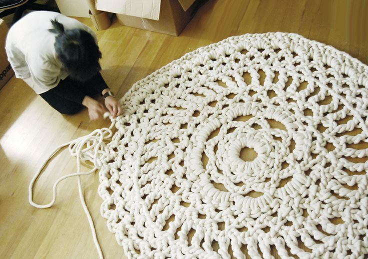 Wow!  Must try and make this rug.