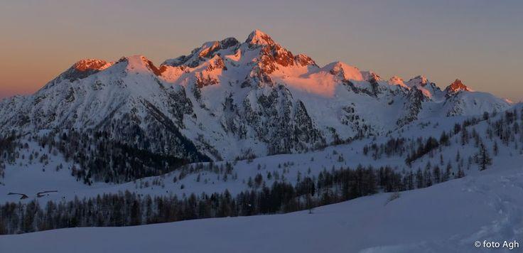 Tramonto su Cima d'Asta, visto da Passo Valcion. Un magnifico giro ad anello facile, per buoni camminatori, panorami semplicemente grandiosi ● http://girovagandoinmontagna.com/gim/lagorai-cima-d'asta-rava-91/(lagorai)-col-della-palazzina-2114-col-di-s-giovanni-2251-7227/msg95687/#msg95687