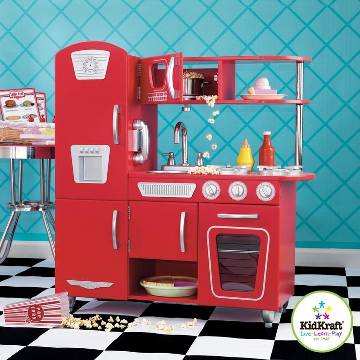 Deze rode vintage keuken is in het bezit deuren die open en dicht gaan,   Ovenknoppen waar je aan kan draaien en klikken  Draadloze telefoon  Verwijderbare gootsteen voor snelle reiniging.