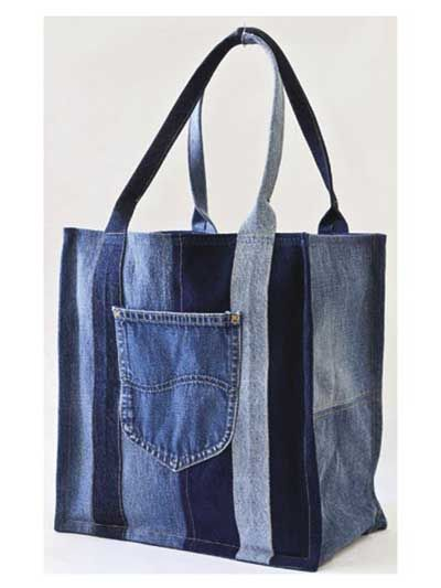 Shopping Bag from old jeans, I love this kind of recycling. All it needs is soms extra's like flowers, studs or ribbons. But hey... that's just my taste, :-)