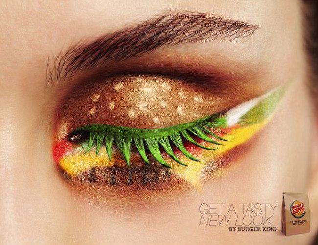 """A rede de lanchonetes americana Burger King criou uma campanha de publicidade diferente em sua subsidiária holandesa. De olho nas consumidoras do sexo feminino, a empresa usou no anúncio uma modelo com maquiagem em forma de cheesebúrguer. A peça publicitária vem com a mensagem """"consiga um delicioso novo look"""". Ao lançar a campanha na página da marca no Facebook, o Burger King holandês convidou as leitoras a testar em casa a maquiagem diferente."""