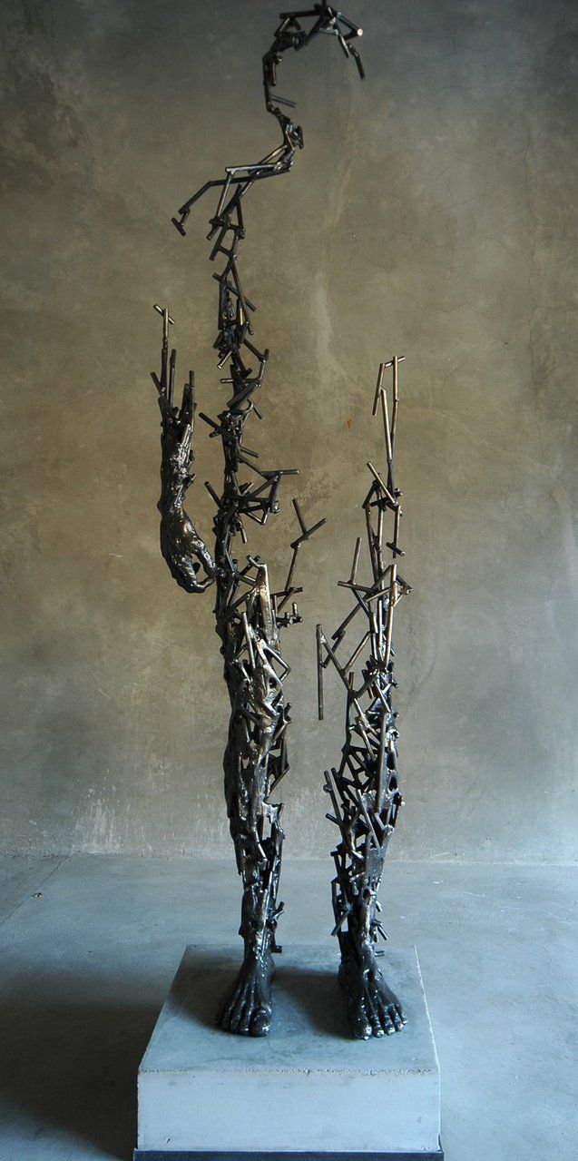 Escultura metálica fabricada con trocitos de varilla de hierro de diámetro pequeño soldada entre sí. Metal sculpture made with pieces of iron rod small-diameter welded together.