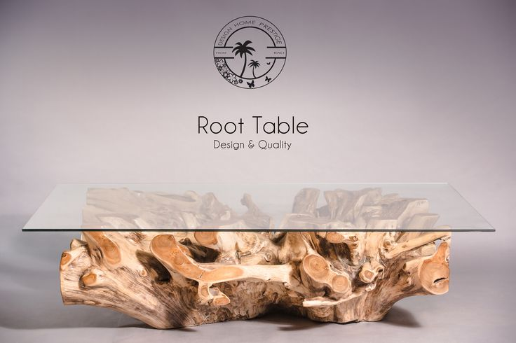 Table basse en racine de teck de forme rectangulaire elle est recouverte d 39 une plaque de verre for Plaque verre table
