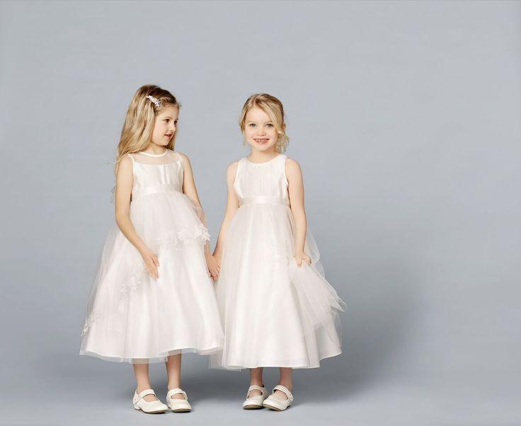 Prachtige bruidsmeisjesjurken van het merk Lilly, zijn verkrijgbaar bij Corrie's bruidskindermode. Neem snel een kijkje op bruidskindermode.nl of kom in de winkel. Trouwen, huwelijk, bruiloft, bruidsmeisje, bruidsmeisjes, bruidsmeisjeskleding, bruidskinderen, feestjurk, communiejurk, kinderbruidsmode, kinderbruidsjurk.
