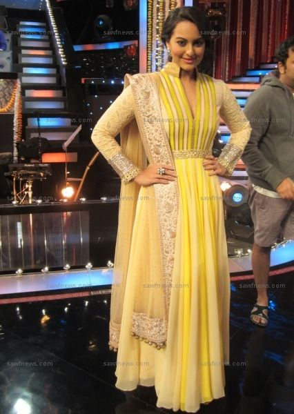Sonakshi Sinha entranced in a yellow Manish Malhotra dress while pluggin her film 'Son Of Sardaar' on Zee TV's Sa Re Ga Ma Pa at Famous Studios in Mahalaxmi, Mumbai on Thursday, November 1.