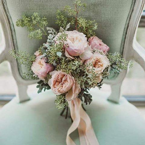 Per un #matrimonio dal tema #romantico scegli un #bouquet non solo di #fiori! Chiedi consiglio alle nostre #wedding