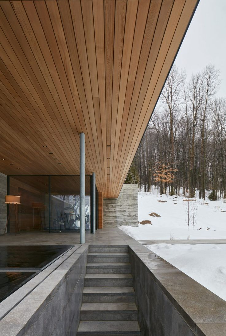 Quebec pool house draws on Mies van der Rohe's…