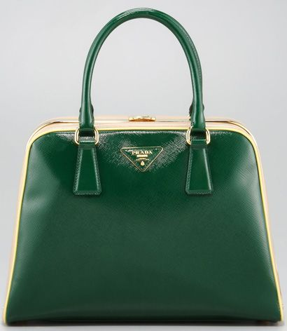 I'd love to own this bag to go with my recent vintage vibe but I can't justify the cost. Sigh.