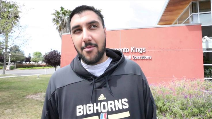 Sim Bhullar Signs with the Sacramento Kings