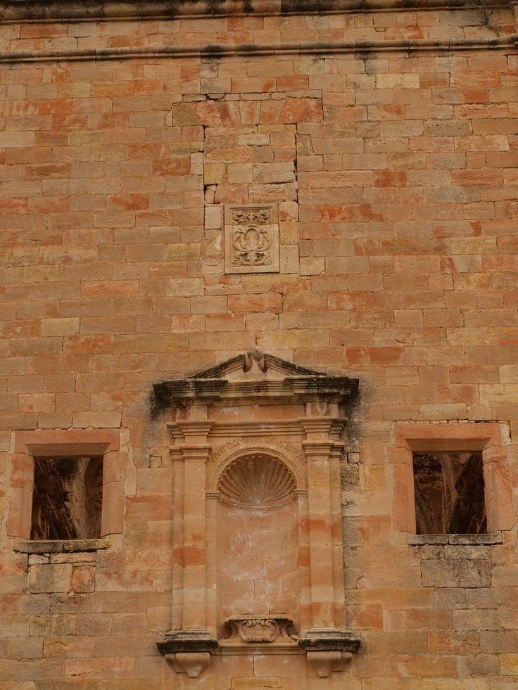 Fachada de la iglesia del convento del Desierto de Calanda. Fotografía de Anjolm, 2010, publicada originalmente en Panoramio (servicio de Google desaparecido)