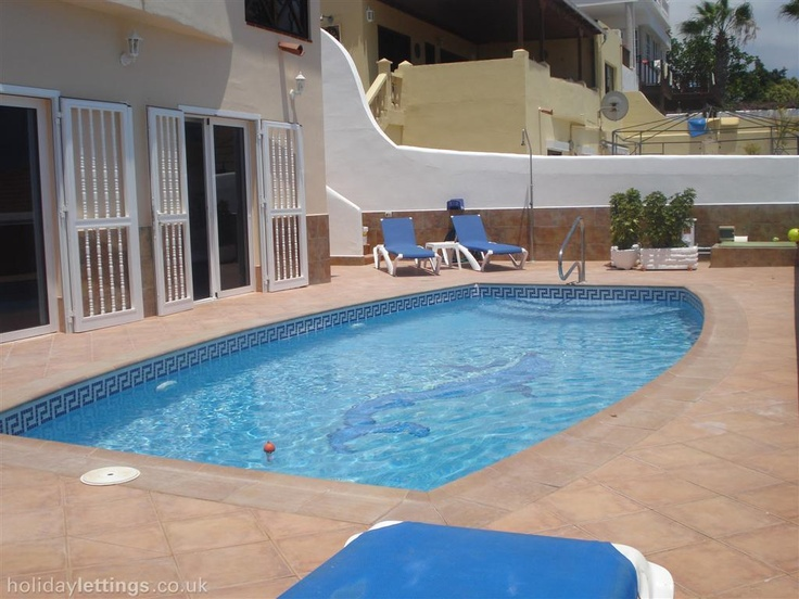 4 bedroom villa in Callao Salvaje to rent from £750 pw. With balcony/terrace, air con, TV and DVD.