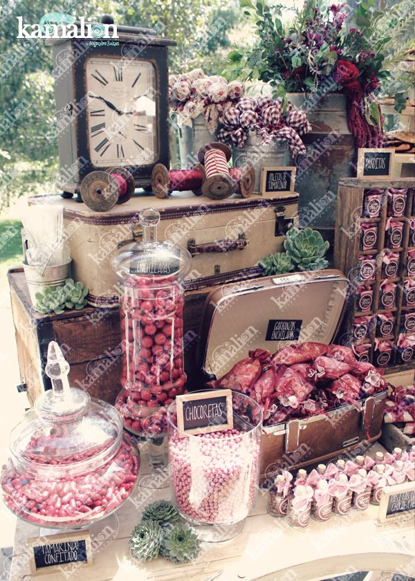 www.kamalion.com.mx - Mesa de Dulces / Candy Bar / Postres / Boda / Marsala / Vino / Rustic Decor / Dulces / Carreta / Lechero / Maletas / Reloj / Vintage / Macaroons / Mint / Wedding / Suculenta.