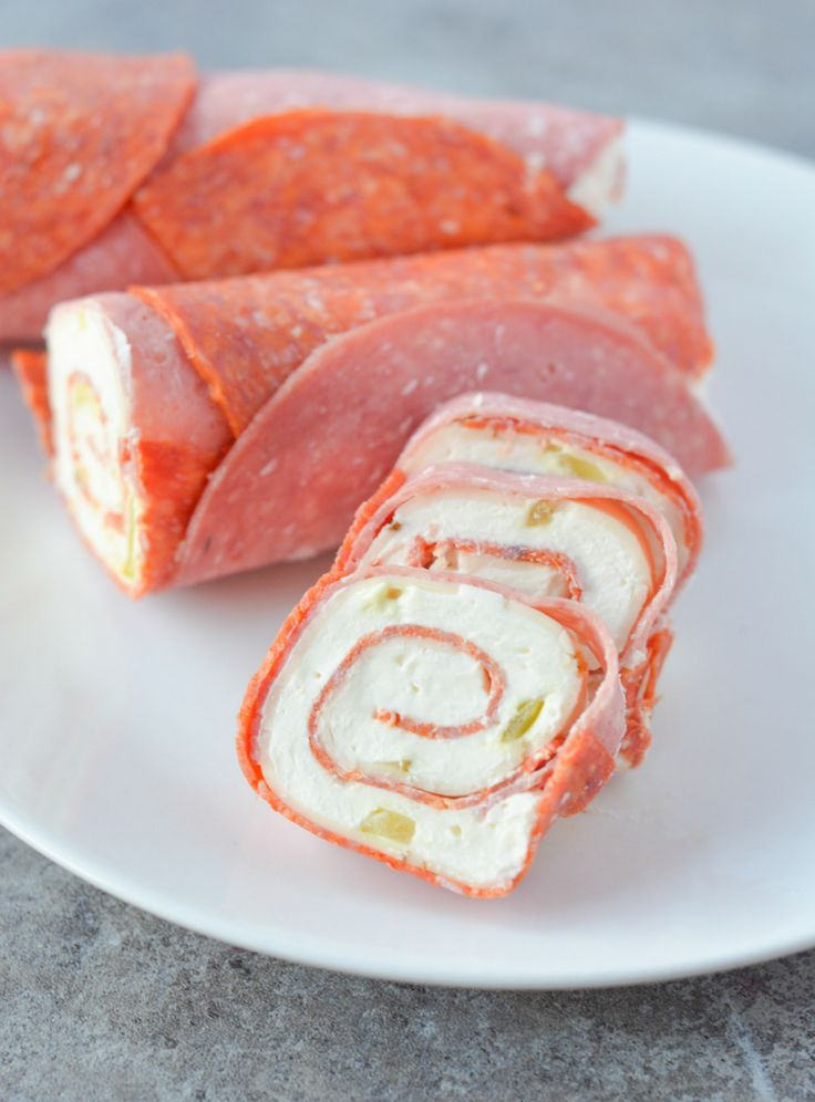 These keto pinwheels are so delicious, you won't even miss the tortilla! | heyketomama.com