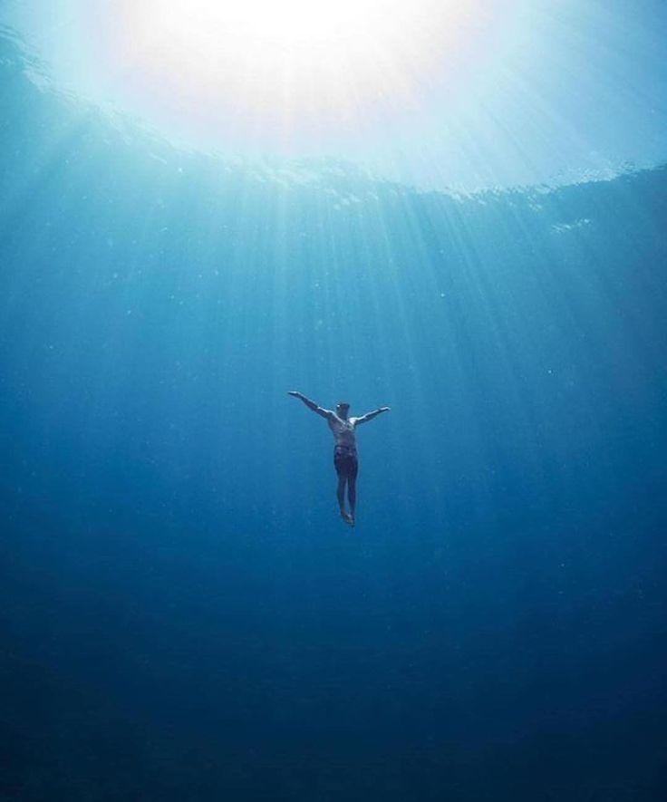 Интересные факты о плавании ⠀ 1. Держась на поверхности воды (даже не обязательно плавая), вы можете сжечь до 200-300 кКал в час. ⠀ 2. По сравнению с другими спортсменами среди пловцов встречается в 2 раза меньше людей, страдающих гипертонией. ⠀ 3. Плавание кролем помогает сделать талию более тонкой. ⠀ 4. Плавание полезно для сердечно-сосудистой системы. У людей, которые регулярно занимаются плаванием, частота сердечных сокращений составляет от 60 до 55 ударов в минуту. ⠀ 8. Лучшее время для…