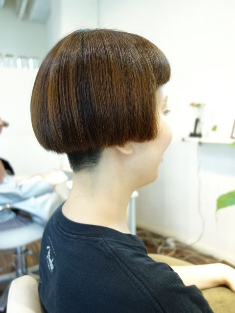 前髪パッツンとワカメちゃんカットは最強コンボだね   神戸・髪が多いクセ毛の悩みを解消しあなたの良さを引き出す神咲 英稔の美容師ブログ フレンチカットグラン 天然100%ハナ ヘナで艶髪を