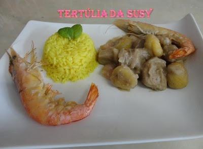 Estufado de porco preto, camarão e castanhas com arroz de caril e hortelã http://tertuliadasusy.blogspot.pt/2013/03/estufado-de-porco-preto-camarao-e.html