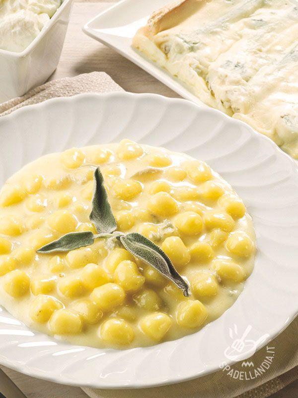 Gli Gnocchetti al gorgonzola e pere sono un primo delicato che piacerà molto ai vostri commensali buongustai e anche molto facile da preparare!