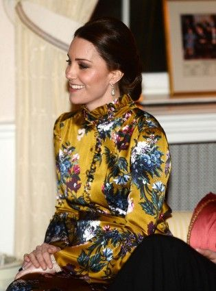 The Duchess of Cambridge made a subtle tribute to Princess Diana at dinner with the Swedish royal family. #duchessofcambridge #katemiddleton #princessdiana